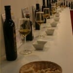 Los visitantes podían catar 36 aceites de distintos tipos, calidades y precios: ver, oler y probar