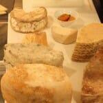 El carro de quesos es el acertado comienzo de una antológica serie de postres