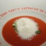 Gazpacho de cerezas con nieve de queso fresco y anchoas