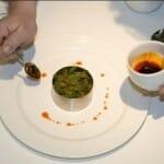 El restaurante ofrece una cocina creativa, con productos autóctonos y sabores tradicionales