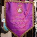 Cada establecimiento participante en las Jornadas exhibe un banderín en su puerta