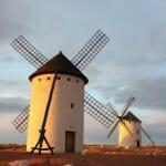 Los molinos son un icono turístico y cultural de La Mancha