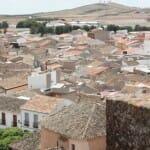 La Mancha, con sus omnipresentes molinos, ofrece multitud de pueblos con encanto