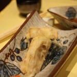 Berenjenas ralladas de marisco y cebolla