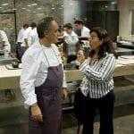 Ferran Adrià dialoga en la cocina de elBulli con Eva Celada, autora de este artículo