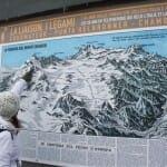 Mapa topográfico en la zona más alta del teleférico, coronado por el Mont Blanc