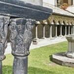 Los capiteles de la Colegiata de Sant'Orso son uno de los más significativos conjuntos de escultura románica del mundo occidental