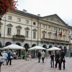 La plaza de Aosta es un lugar agradable, hermoso y muy animado