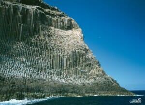 Los barrancos de La Gomera impresionan tanto el azul del mar desde sus alturas | Turismo de Canarias