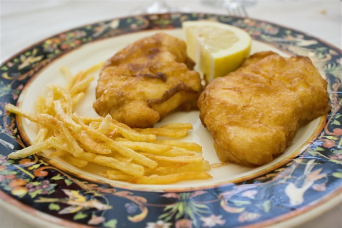 Receta de merluza rebozada tambi n llamada a la romana - Cocinar lomos de merluza ...