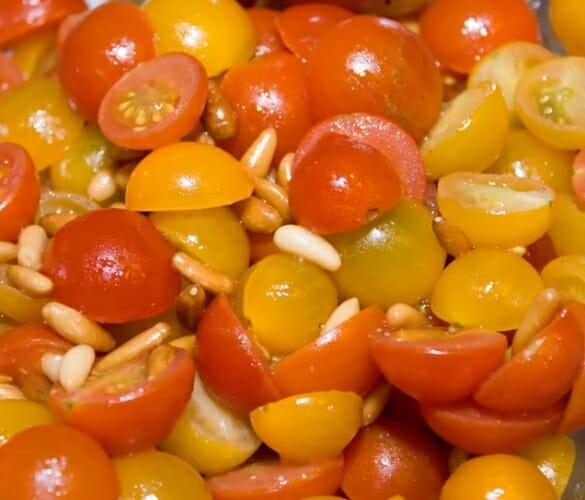 Receta caser: Ensalada de tomates con frutos secos
