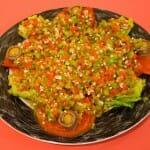 Cogollos con ventresca, con una vinagreta de pimientos y tomate
