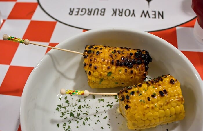 Receta de mazorca de ma z a la brasa recetas de cocina for Como cocinar mazorcas de maiz