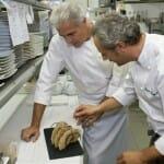 Pedro Larumbe, en la cocina con su segundo, Jesús Almagro