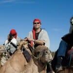 Un paseo en camello es una forma original y diferente de conocer el desierto en primera persona