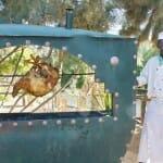 Las carnes se preparan a la brasa en un campamento-hotel del desierto