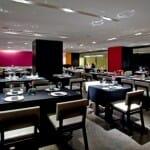 Mad Restaurant es un espacio moderno, con grandes paredes de cristal
