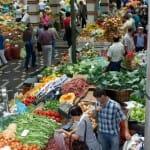 El Mercado dos Lavradores, en Funchal, está lleno de vida y colorido