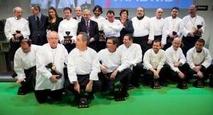 Foto de familia de los cocineros 3 estrellas que recibieron el premio de la Guía Repsol