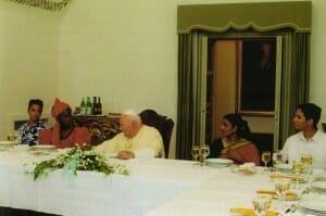 Juan Pablo II tenía muy buen apetito, y le gustaban el vino tinto,   los turrones, y principalmente, la sobremesa