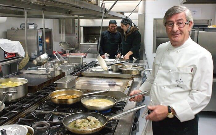 Nino Martínez en la cocina de Un Lugar