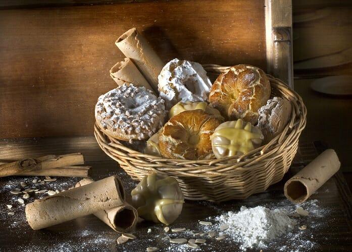 Las tradicionales rosquillas de San Isidro vuelven a Madrid cada año con diversas variedades