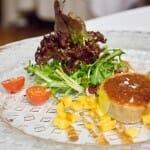 Ensalada de foie gras caramelizado con costra de Pedro Ximenez