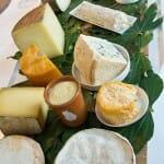 Una espectacular tabla de quesos para comenzar los postres