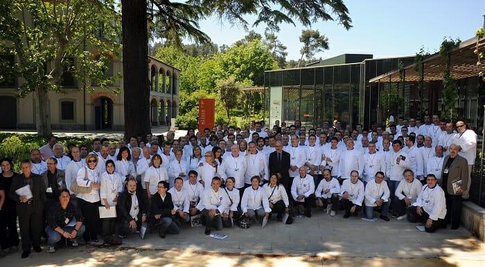 Foto de familia de los participantes en la VII Asamblea de Euro-Toques, celebrada en Barcelona