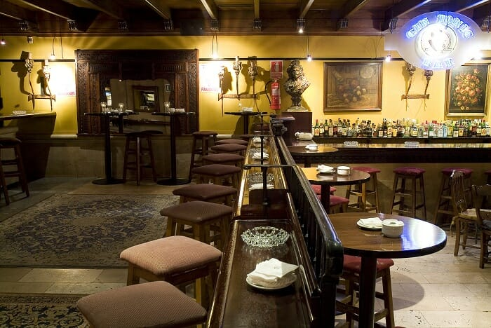 Gayarre ha convertido una de sus barras en un Gin & Cocktail Bar