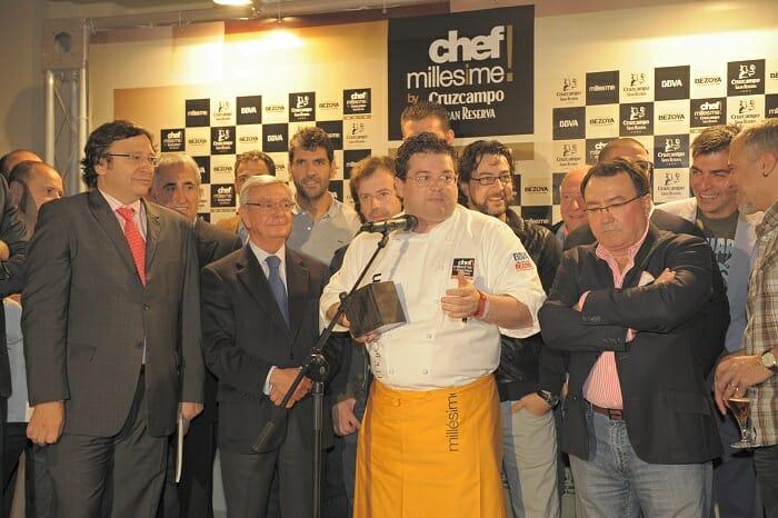 Marcos Morán recoge el premio, en presencia de su padre y de otras muchas caras conocidas de la gastronomía española