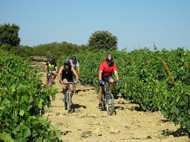 La I Vuelta Cicloturista contempla un programa pensado para participantes y acompañantes con alojamiento, excursiones, visitas a bodegas y actividades enoturísticas