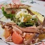 Ensalada de cogollos con anchoas y boquerones en vinagre rebozados