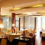 El comedor principal está en el primer piso, tiene un sólo espacio y es armonioso y acogedor