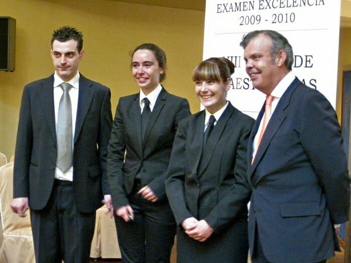 Foto de familia de los finalistas. Susana Gámez, segunda por la izquierda, fue la ganadora