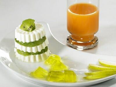 Queso fresco con kiwi y gelatina de limón
