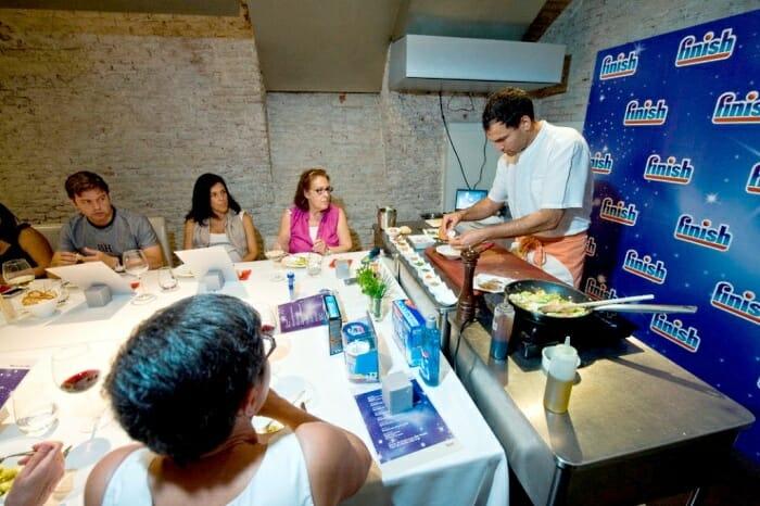 El chef madrileño compartió trucos, recetas y bromas con los asistentes