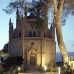 En conjunto cuenta con campo de futbol, pistas de tenis, la capilla, el molino, la Torre de'n Santa Cilia…