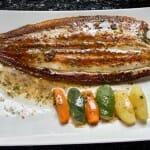 Lenguado menier con patatas al vapor y verduras de temporada