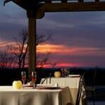 La privilegiada ubicación del restaurante permite cenar en un entorno que invita al relax