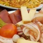 Rosti au Lard: queso y embutidos acompañando al clásico Rosti de patata