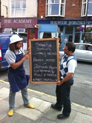 Omar y Daniel han recorrido inglaterra para dar a conocer las bondades de la gastronomía española