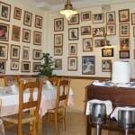 Sebastián cuenta con varios comedores, con obras de arte y multitud de fotografías de personalidades que han visitado el restaurante
