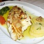 Dorada al Alba, con patatas panadera, verdura frita y una ajada