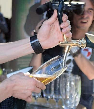 Eduardo competirá el próximo mes de octubre en Plzen y Praga con otros 17 camareros de distintas nacionalidades para convertirse en el Mejor Tirador de Cerveza del Mundo