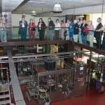 Detalle de la visita a la planta embotelladora de Juvé y Camps