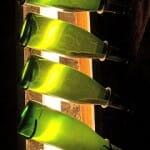 Estas botellas giradas 1/8 de vuelta muestran la evolución de los sedimentos