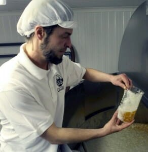 """Principalmente se elaboran cervezas de fermentación """"ale"""" o Alta, aunque también hay algunas producciones """"lager"""" o de fermentación Baja, habitual característica de las producciones industriales"""