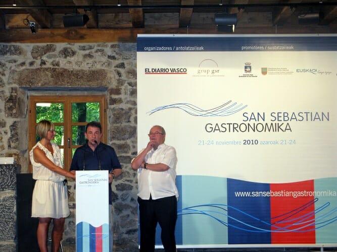 Martín Berasategui y Juan Mari Arzak durante la presentación de San Sebastian Gastronomika 2010