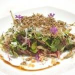 Entre otros platos, en el Palacio de Samaniego pudimos degustar esta Ensalada de Pichón con brotes de germinados y queso Idiazabal con aliño de vinagreta de avellana y trufa de verano
